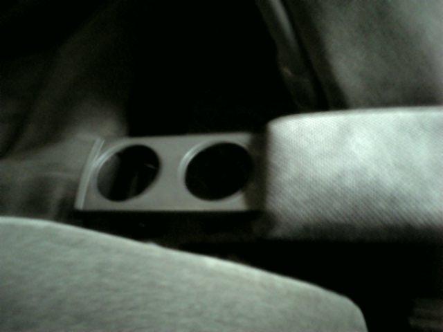 後部座席用ドリンク・フォルダー